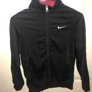 black nike sweater with a black / red collar